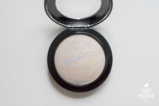 MAC Mineralize Skinfinish in Lightscapade.