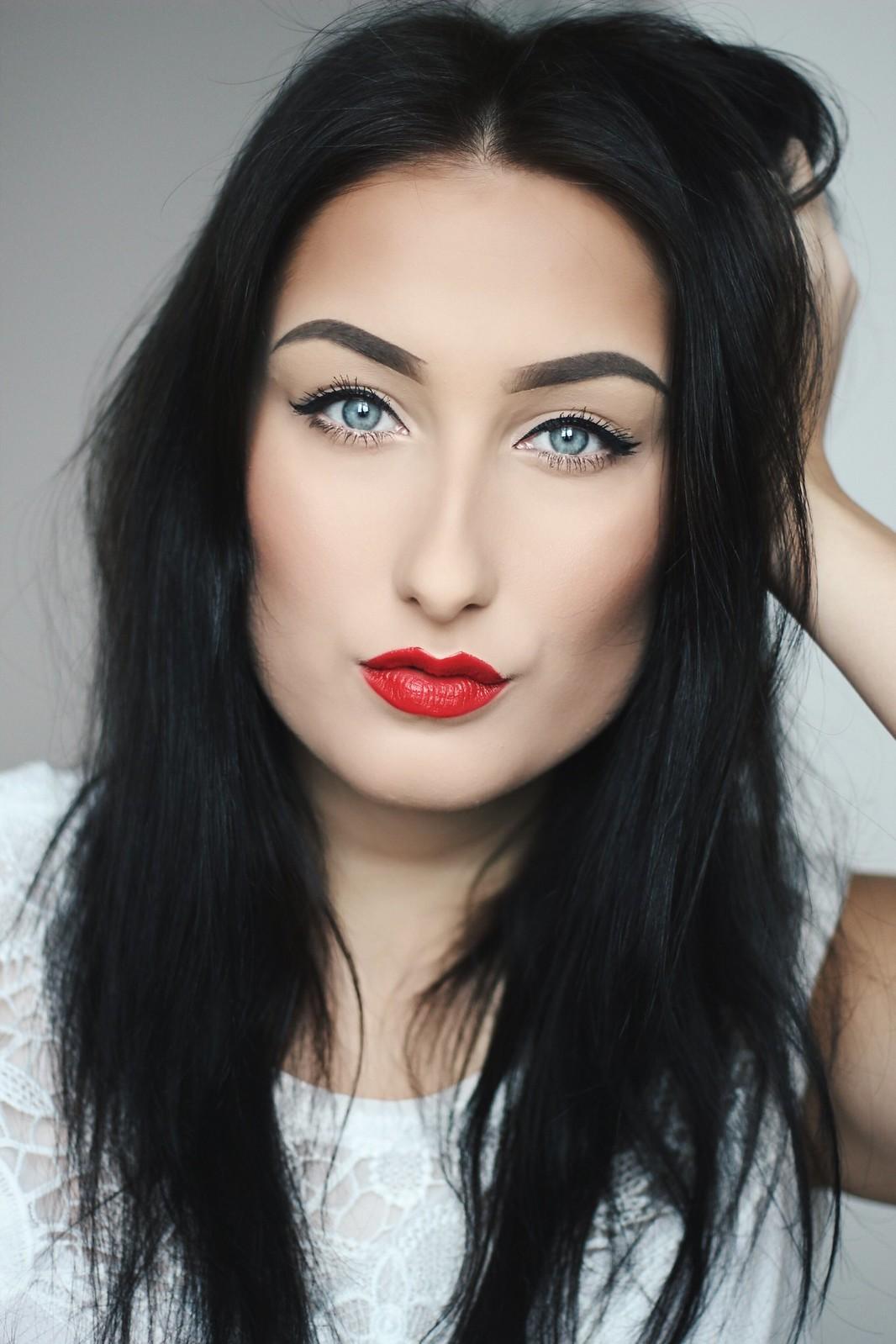 Makeup mit roten Lippen - Schneewittchen Look
