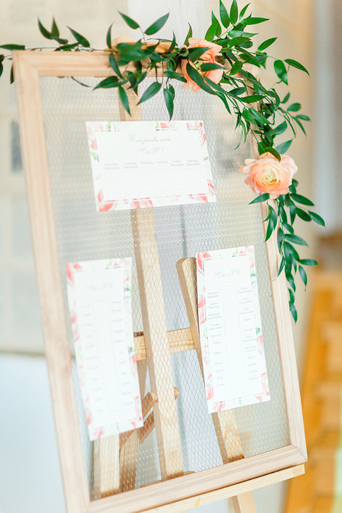 Wedding Seating Plan for a Romantic Woodland Wedding Inspiration { Soft Peach Tones } | Photo by Igor Kovchegin Photography | Read more on Fab Mood - UK wedding blog