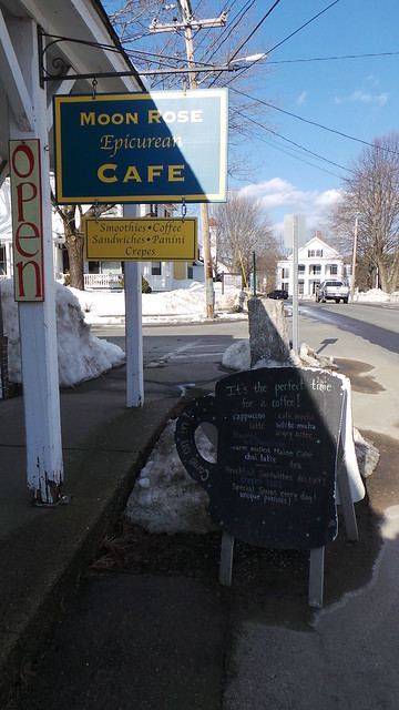 Das einzige geöffnete Cafe mit dem besten Kaffee und den schönsten Bildbänden in Maine.