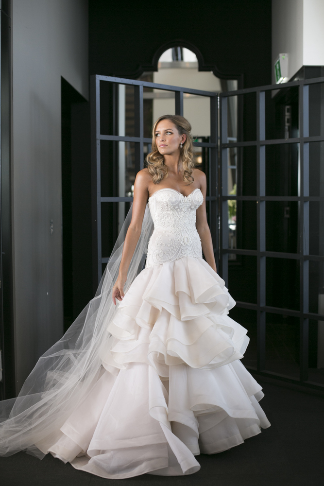 Jane Hill wedding dress , glamour Wedding in Melbourne, Jane Hill wedding dress , Photo by Blumenthal Photography. | I take you - UK wedding blog #elegantwedding
