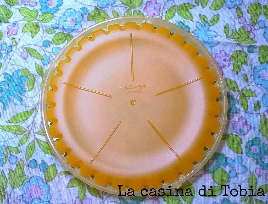 coniglietti pasquali in feltro decorati con yo yos di stoffa handmade by La Casina di Tobia