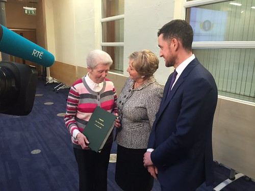 Minister Fitzgerald talks to relatives of Harry Gleeson