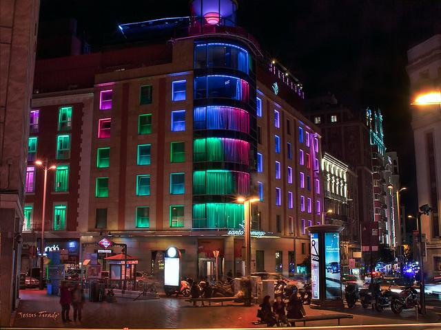 Edificio luminiscente 24083837294_691718044e_z