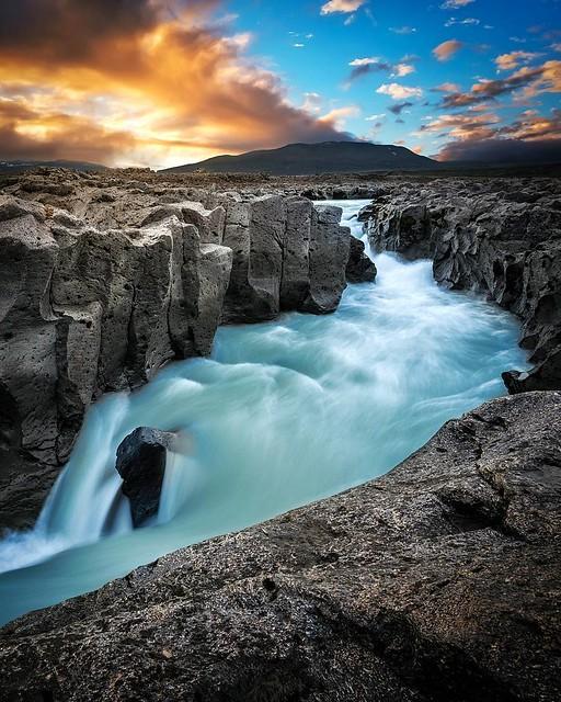 @EarthPix : Iceland is otherworldly | Photo by @kloa_jadda https://t.co/W4MPTu4zAv
