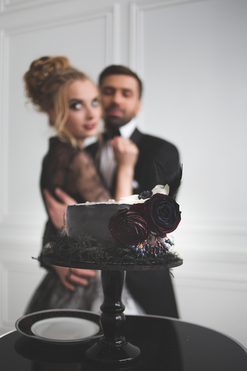 Black wedding cake with dark red blooms for Black and white wedding dress for A Magic Black Wedding Inspiration Shoot | Photo by Anastasia Marchenko of Your Personal Photographer | Read more on Fab Mood - UK wedding blog #blackwedding #weddingideas