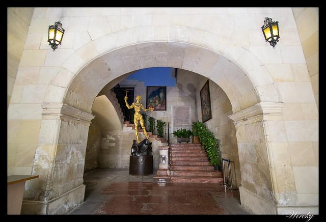 Arco de acceso a la escalinata del Ayuntamiento