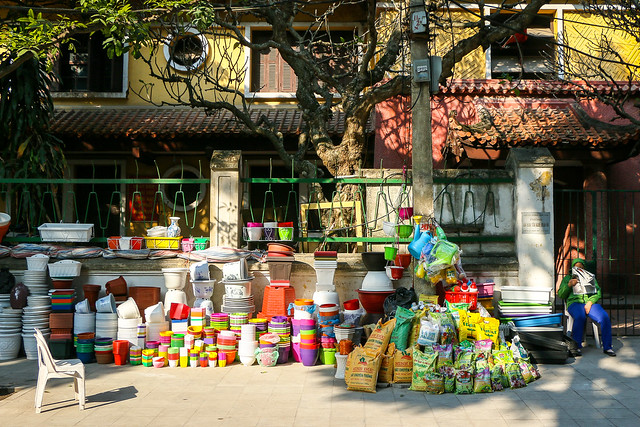 A street in the morning, Hanoi old city, Vietnam 朝のハノイ旧市街