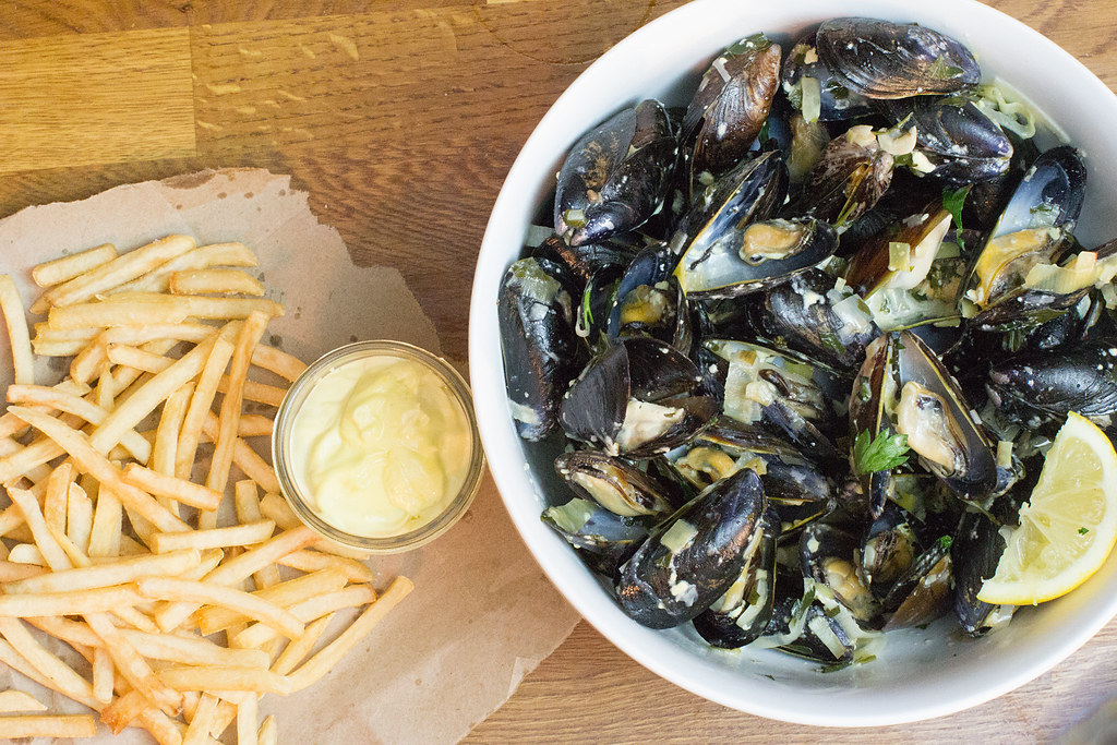 Moules Marinières: Sailor Style Mussels in Wine Broth