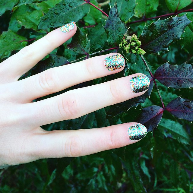 Glitter nails in nature.
