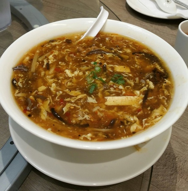 2016-Feb-7 Dinesty (Metrotown) - Large Hot & Sour Soup