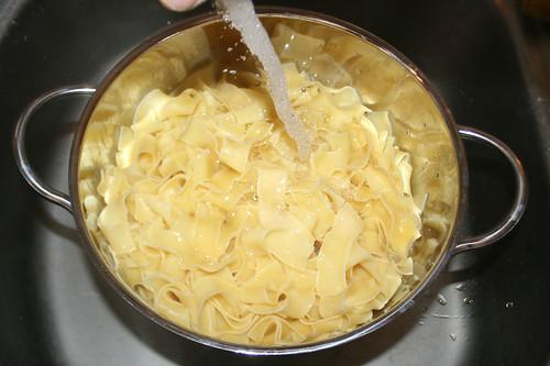 15 - Bandnudeln abgießen & abschrecken / Drain & refresh noodles