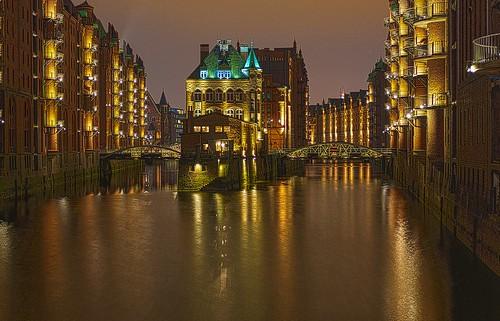 Wasserschloss Hamburg - classic perspective - HDR