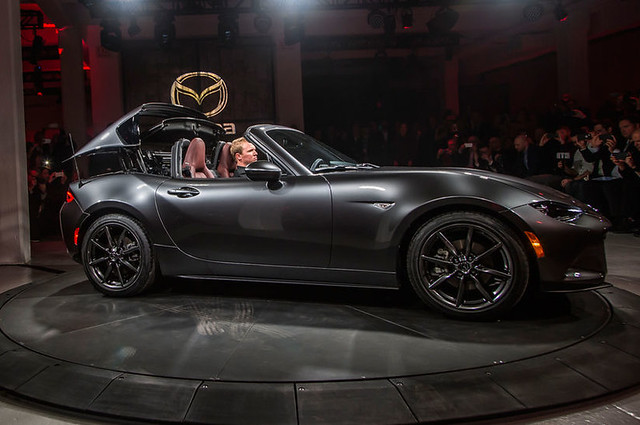 2017-Mazda-MX-5-Miata-RF-on-stage-side-view-top-folding