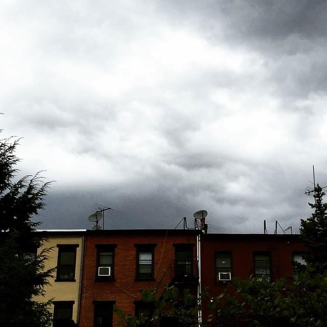 Approaching storm #carrollgardens #mybrooklynlife #ohno