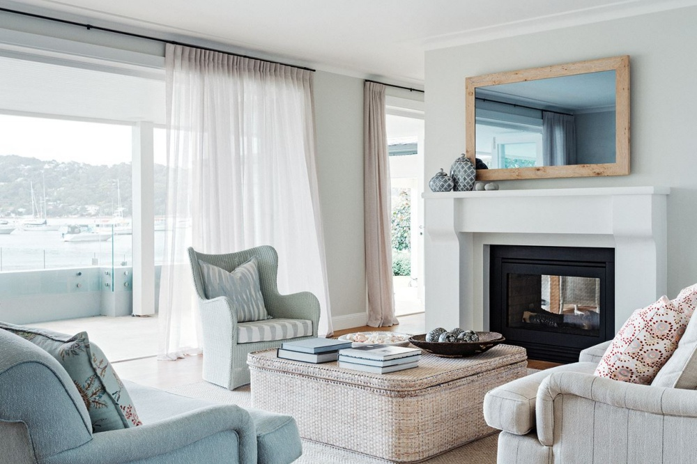 Luxurious hamptons style beach house minimal and for Hamptons beach house interiors