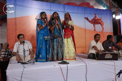 Rajasthani devotional song by Mamta and Saathi from Barmer