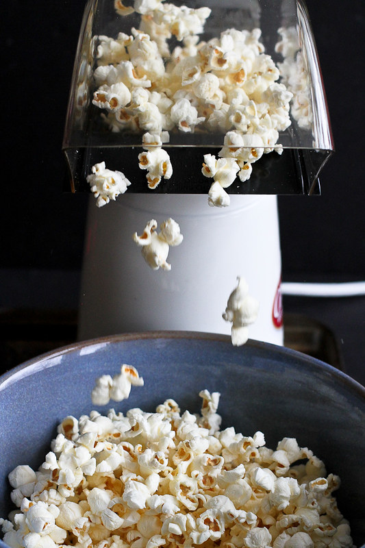 Smoked Paprika & Rosemary Olive Oil Popcorn Recipe…An addictive whole grain snack! 101 calories and 3 Weight Watcher SmartPoints