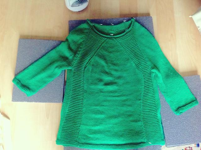 Green garter raglan