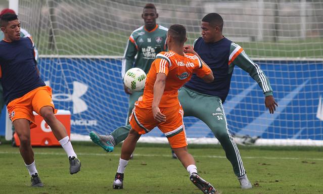 Em treino técnico na parte da tarde, grupo do Flu 'estreia' as balizas em 2016