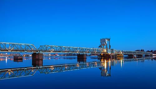 longexposure bridge blue light reflection water canon reflections denmark outdoor bluehour havn aalborg railwaybridge vand veiws limfjorden denblåtime lukketid jernbanebro canon5dmark2 elementsorganizer11