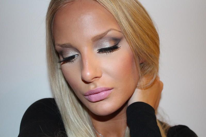 Classic Bombshell Makeup Tutorial
