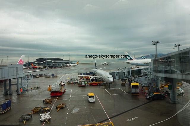 雨の香港空港