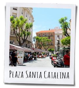 Op de Plaza Santa Catalina zijn allerlei cafe´s en restaurantjes. Vooral in het weekend is het hier gezellig druk en zit het vol met Spanjaarden