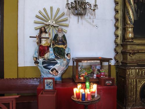 San Cristóbal de las Casas: contrairement à chez nous, Dieu est très souvent représenté dans les églises d'Amérique Latine (sur les statues de la Sainte Trinité)