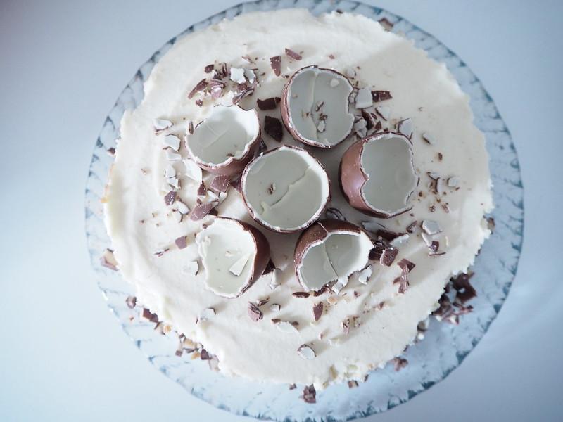 Kinderjuustokaku4,kinderjuustokakku14, kinder kakku, kinder cake, kinderjuustokakku, kinder cheese cake, recipe, resepti, miten tehdä, koristeet, tiput, chicks, decoration, baking the cake, dessert, jälkiruoka, ruoka, food, easter, pääsiäinen, ohje, kinder, suklaa, valkosuklaa, maitosuklaa, white chocolate, milk chocolate, cake, kakku, kakkauohje, cake recipe, kinder suklaamunat,