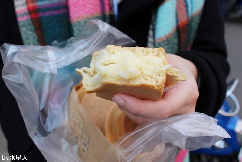 25484675563 74d310244e b - 台中西屯【學甲人車輪餅】酥脆餅皮,實在好料的車輪餅,內餡好吃不甜膩,簡單幸福的下午茶點心
