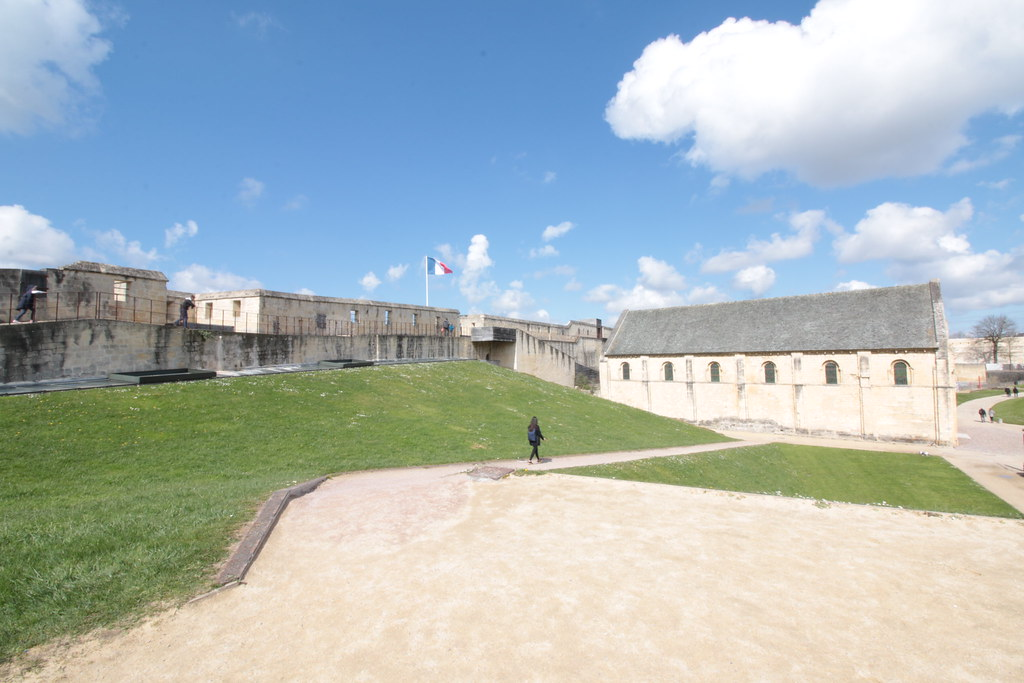 Caen castle visit with iStoryPath