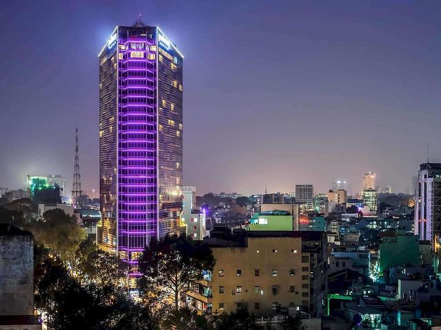Khách sạn Pullman Saigon Center, góc Trần Hưng Đạo-Nguyễn Cư Trinh