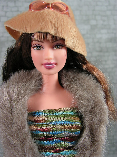 2004 Barbie Fashion Fever Wave A Teresa H0657 (1)