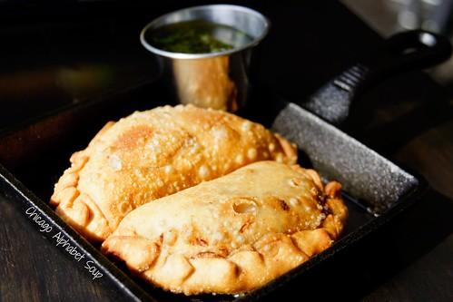 Empanadas: Pollo y Mariscos