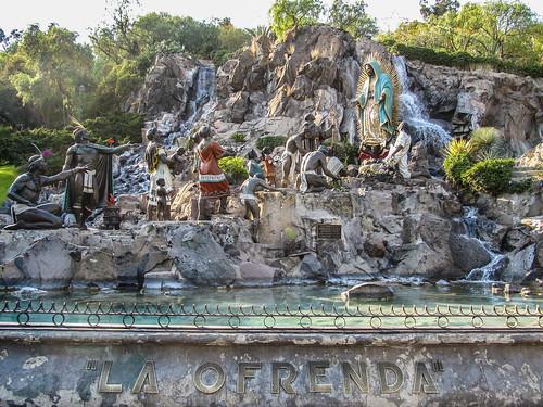 Mexico City: les indigènes faisant des offrandes à Notre-Dame de Guadalupe
