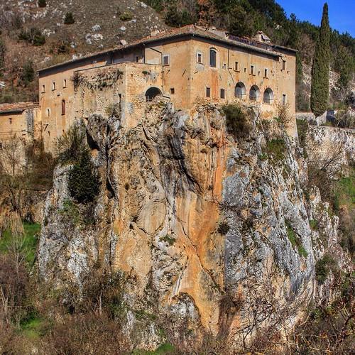 Convento sant'Angelo d'Ocre #tasteabruzzo #vivo_italia #vivoabruzzo #volgoaquila #volgoabruzzo #volgoteramo #igers_abruzzo #il_centro