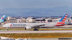 American Airlines - N735AT