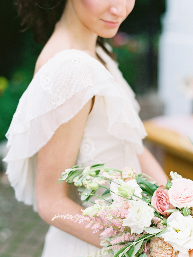 The most gorgeous wedding dress | photo by Elena Pavlova | Fab Mood - UK wedding blog #styledshoot
