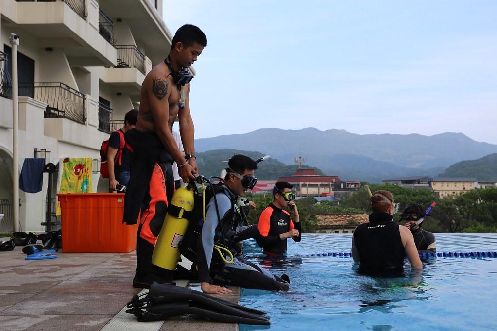 福隆好好玩! 深潛訓練就在福容大飯店 福隆旅館區戶外泳池