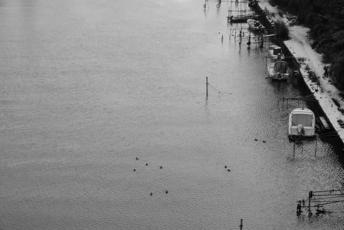 冬の空と川