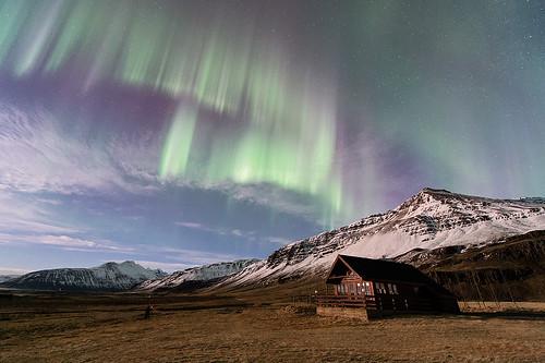 Paroxysme auroral et paysages éclairés par la lune - Islande