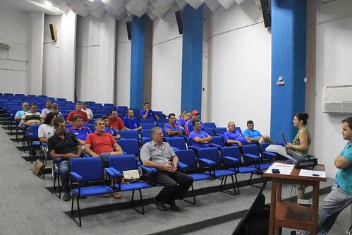 SECRETARIA MUNICIPAL DE EDUCAÇÃO REALIZA REUNIÃO COM OS MOTORISTAS DO TRANSPORTE ESCOLAR