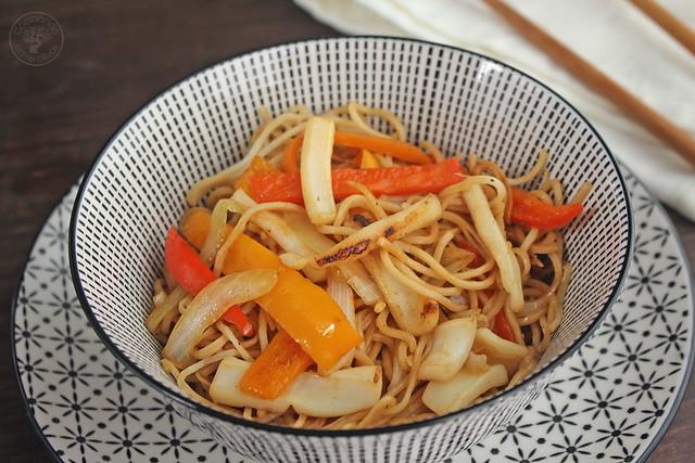Fideos chinos con calamares y verdura (15)
