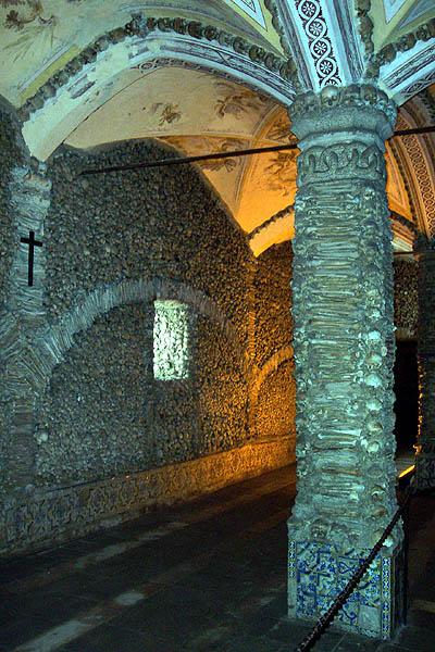 Capela dos Ossos, Évora. © Paco Bellido, 2004