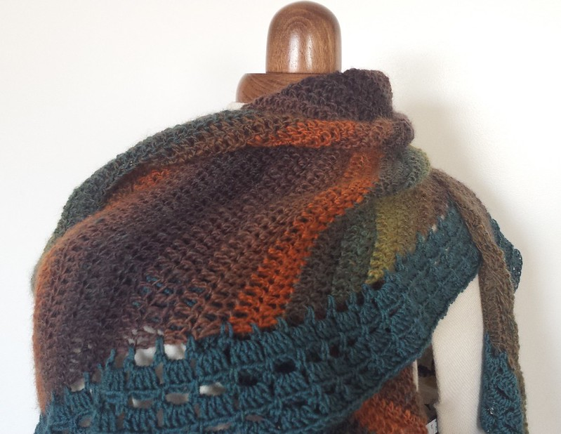 Montville scarf in Poems Socks yarn colour 965 and Zarina colour 1628