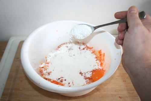 36 - Mehl hinzufügen / Add flour