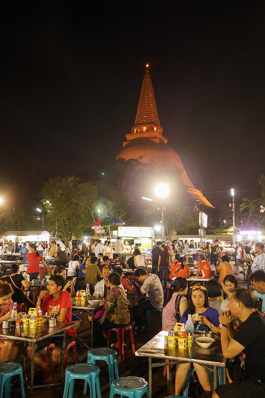 Phra Pathom Chedi_Night_Market_10