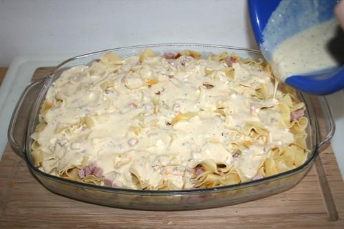 28 - Mit Eier-Sauce übergießen / Drain with egg-sauce
