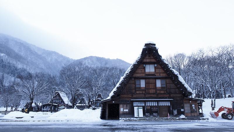 清晨雪紛飛 | 白川鄉合掌村
